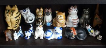 1258  猫の置物 .jpg